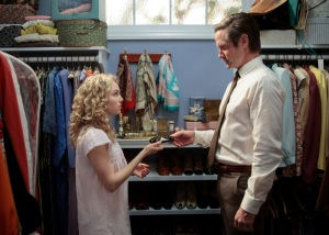 """""""Pilot""""– Pictured (L-R): AnnaSophia Robb as Carrie Bradshaw and Matt Letscher as Tom Bradshaw in The Carrie Dairies on The CW. Photo: Giovanni Rufino/The CW ©2012 The CW Network. All Rights Reserved."""