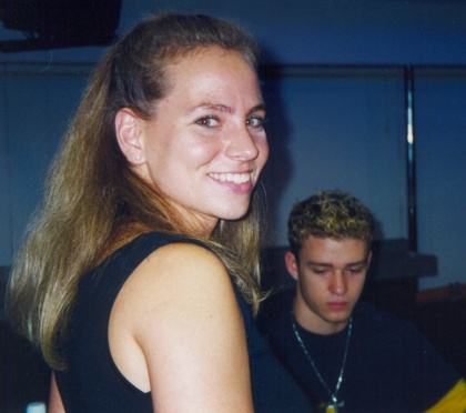 "Vicki ""meets"" Justin Timberlake at the Pontiac Silverdome in '99 (credit: Vicki B.)"
